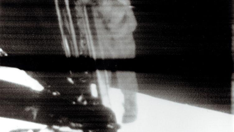 L'astronaute Neil Armstrong pose la premier pas sur la Lune le 21 juillet 1969. (NASA)
