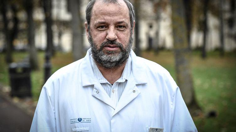 Le professeur Renaud Piarroux, épidémiologiste àl'hôpital de la Pitié-Salpêtrière, à Paris, le 10 novembre 2020. (STEPHANE DE SAKUTIN / AFP)