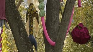 Créations textiles dans les arbres à Saint-Etienne