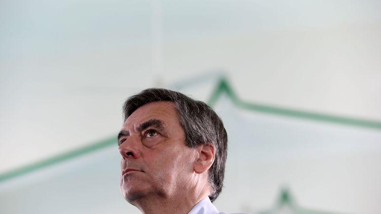 François Fillon lors d'une visite à la mosquée Nour al-Islam de Saint-Denis de la Réunion, le 13 février 2017. (RICHARD BOUHET / AFP)