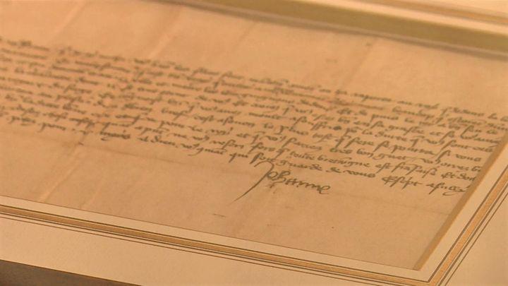 Lettre authentifiée, écrite et signée de Jeanne d'Arc le 28 mars 1430, (France 3 Normandie)
