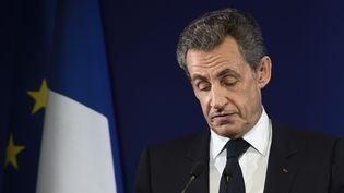 Nicolas Sarkozy prononce un discours de défaite, le 20 novembre 2016, après son élimination du premier tour de la primaire de la droite. (ERIC FEFERBERG / AFP)
