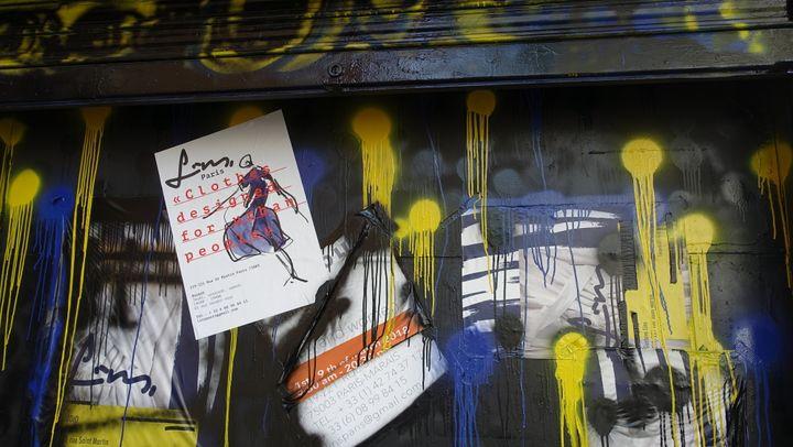 Une des devantures de l'atelier-galerie de Gustavo Lins situé au 219/221 rue Saint Martin (75003 Paris), avril 2018  (Corinne Jeammet)