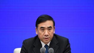 Li Bin,le vice-ministre chinois de la Santé, lors d'une conférence de presse à Pékin, la capitale chinoise, le 22 janvier 2020. (NOEL CELIS / AFP)