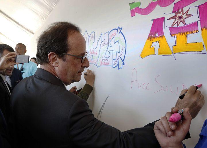 François Hollande : première visite d'un président de la République à Solidays  (THOMAS SAMSON / AFP)