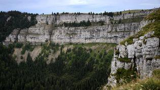 L'homme s'est jeté du haut de la falaise du Creux-du-Van, dans le canton de Neufchatel (Suisse). (FABRICE COFFRINI / AFP)