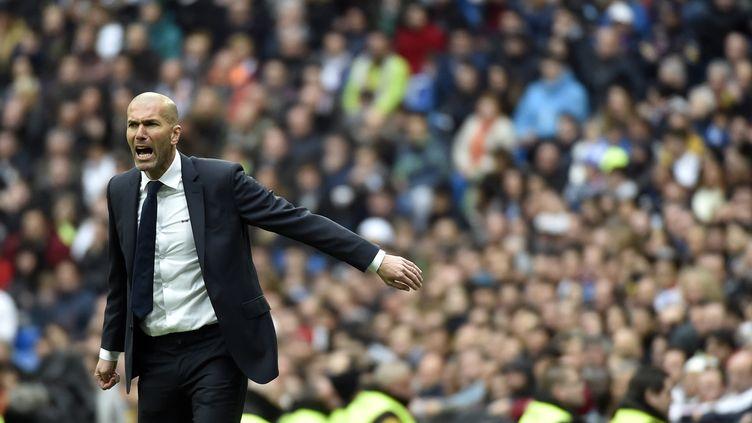 Zinedine Zidane (Real Madrid) donne ses consignes (GERARD JULIEN / AFP)