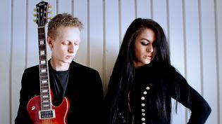 Le guitariste Charlie Fabert et la chanteuse Amandyn Roses  (C.Fabert / A.Roses)