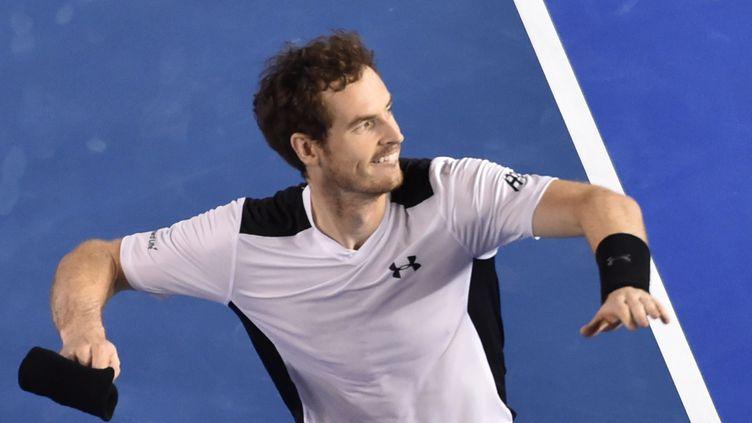 Le tennisman écossais Andy Murray fête sa victoire en demi-finale de l'Open d'Australie, le 29 janvier 2016 à Melbourne. (SAEED KHAN / AFP)