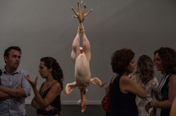 """Still Life"" (Nature morte) de Ron Mueck, à Rio (19 mars 2014)  (Yasuyoshi Chiba / AFP)"