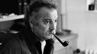 Georges Brassens chez lui, le 9 octobre 1972 à Paris. (AFP)