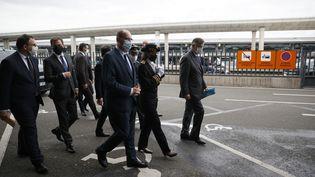 Le Premier ministre, Jean Castex, en déplacement à l'aéroport Roissy-Charles-de-Gaulles, le 24 juillet 2020. (THOMAS SAMSON / AFP)