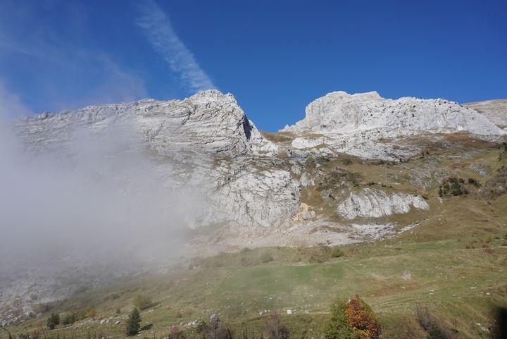 Journée debrouillard, le 20 octobre 2015, dans le massif du Bargy, en Haute-Savoie, où évoluent une harde de bouquetins.  (JULIE RASPLUS / FRANCETV INFO)