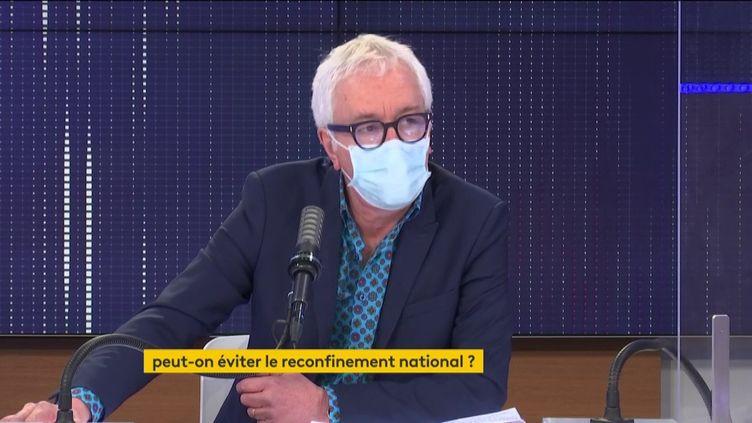 Le PrGilles Pialoux, chef du service des maladies infectieuses et tropicales de l'Hôpital Tenon à Paris, sur franceinfo. (FRANCEINFO / RADIOFRANCE)
