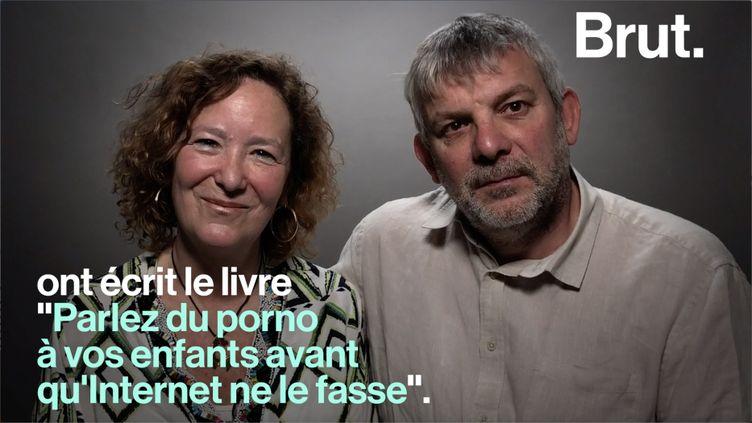 Sur Internet, les enfants ont facilement accès à des contenus pornographiques. Les écrivains Anne de Labouret et Christophe Butstraen expliquent pourquoi il est nécessaire d'aborder le sujet avec eux. (BRUT)