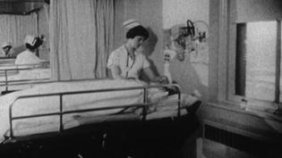 On compare beaucoup la pandémie de coronavirus à la grippe espagnole, qui avait fait plusieurs millions de morts à travers le monde à la fin de la Première Guerre mondiale. Mais il y a presque cinquante ans, deux épidémies de grippe avaient tué plusieurs milliers de personnes en France. (France 3)