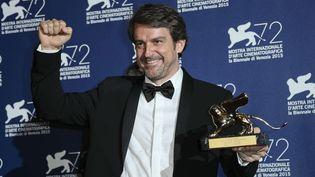 """Lorenzo Vigas, Lion d'or à la Mostra de Venise avec """"Desde allá"""" (12 septembre 2015)  (Joel Ryan / AP / SIPA)"""