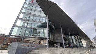 Le palais de justice de Grenoble. Photo d'illustration. (CHLOÉ CENARD / RADIO FRANCE)