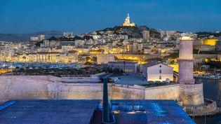 Le fort Saint-Jean et Notre-Dame de la Garde (au second plan), 16 avril 2018 à Marseille (Bouches-du-Rhône). (GARDEL BERTRAND / HEMIS.FR)
