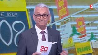 Emmanuel Macron vient de s'exprimer à l'occasion des États généraux de l'alimentation. Parmi ses propositions pour mieux rémunérer les agriculteurs, le chef de l'État a évoqué le relèvement du seuil de revente à perte. De quoi s'agit-il ? Jean-Paul Chapel fait le point sur le plateau de France 2. (FRANCE 2)