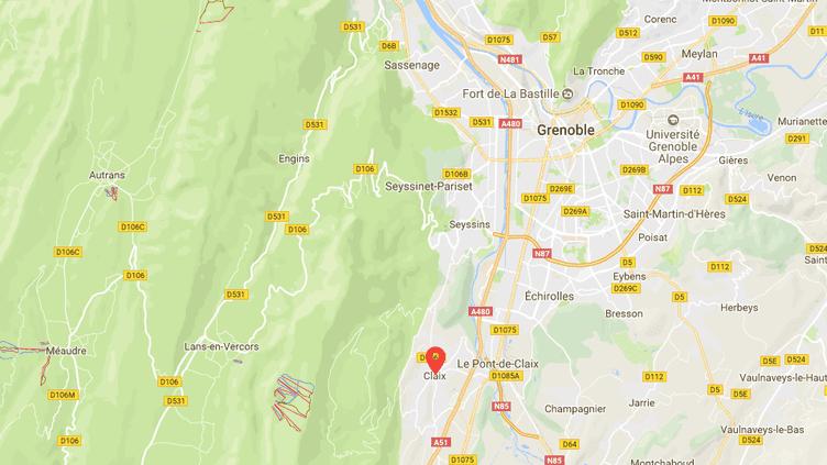 La coulée de boue a, en partie, emporté la maison d'une septuagénaire qui se trouvait à l'intérieur, samedi 30 décembre 2017, à Claix (Isère). (GOOGLE MAPS / FRANCEINFO)