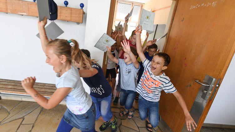Cette année, les vacances scolairesde printemps sont en avance, de quoi laisser un long dernier trimestre aux écoliers... (FELIX KSTLE / DPA)
