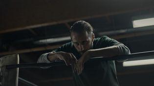 Polar noir sur fond de rivalité familiale, le film Sons of Philadelphia sera en salles mercredi 26 mai. Réalise par le Français Jérémie Guez, il a été entièrement tourné dans une ville des Etats-Unis. (France 3)