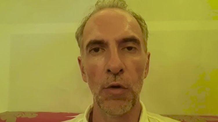 Mathias Echène, chef d'entreprise de 49 ans originaire de Rodez, dans une vidéo qu'il a fait parvenir en avril 2019 depuis le centre de détention de Denpasar, à Bali (Indonésie). (MATHIAS ECHENE / FRANCE 3)