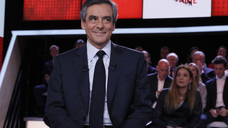 François Fillon sur le plateau de France 2, à Paris, le 23 mars 2017. (THOMAS SAMSON / AFP)