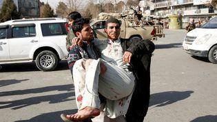 Un attentat à la voiture piégée a fait au moins 40 morts à Kaboul (Afghanistan), le 27 janvier 2018. (MOHAMMAD ISMAIL / REUTERS)