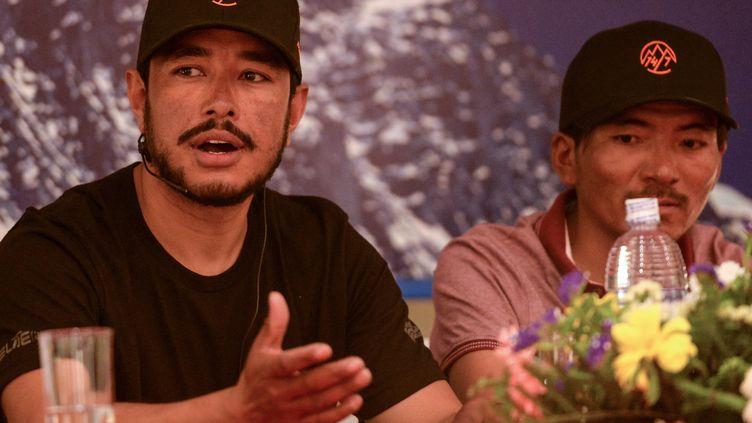 L'alpiniste Nirmal Purja, lors d'une conférence de presse, à Katmandou (Népal), le 28 mai 2019. (PRAKASH MATHEMA / AFP)
