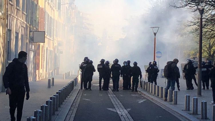 Manifestation à Pau, le 5 novembre 2020. (DIMITRI MORGADO / FRANCE-BLEU BÉARN)