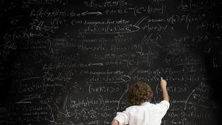Des équations mathématiques sur un tableau. (JOSE PELAEZ / IMAGE SOURCE)