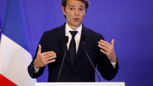 Le sénateur Les Républicains François Baroin s'exprime le 10 mai 2017 lors d'un comité de campagne avant les législatives, au siège du parti à Paris. (PATRICK KOVARIK / AFP)