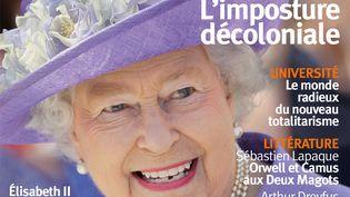 """La couverture de la Revue pour juillet et août 2021, avec la Reine Elisabeth II pour le dossier consacré au modèle britannique, """"le sacré qui nous manque"""". (LA REVUE DES DEUX MONDES)"""