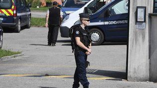 Des gendarmes àPont-de-Beauvoisin. (PHILIPPE DESMAZES / AFP)
