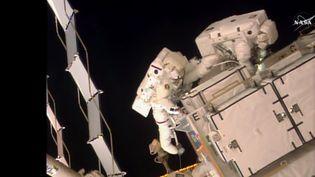 Première sortie de deux astronautes de l'ISS vendredi 6 janvier 2017. (NASA)