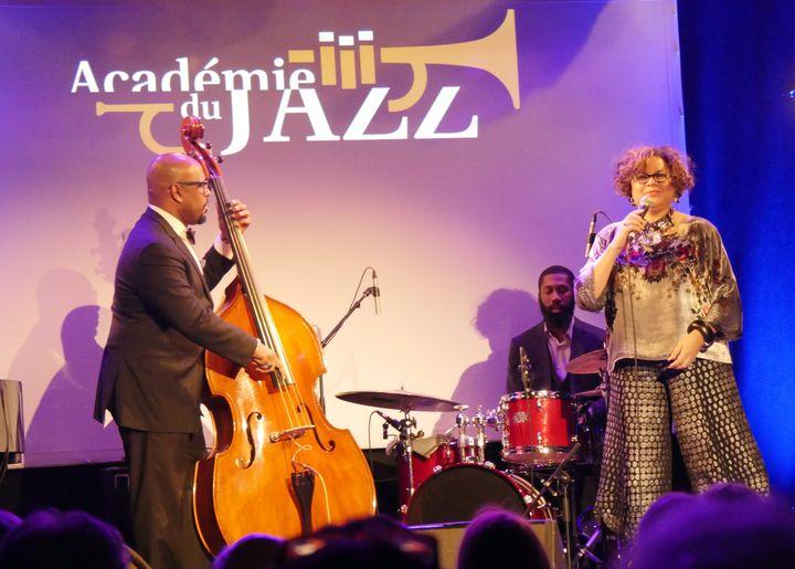 Christian McBride (contrebasse), Melissa Walker (voix) et Lawrence Leathers (batterie)  (Annie Yanbékian / Culturebox)