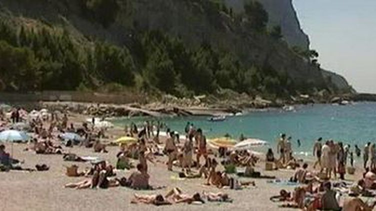 La plage à Cassis. (CAPTURE D'ÉCRAN FRANCE 3)