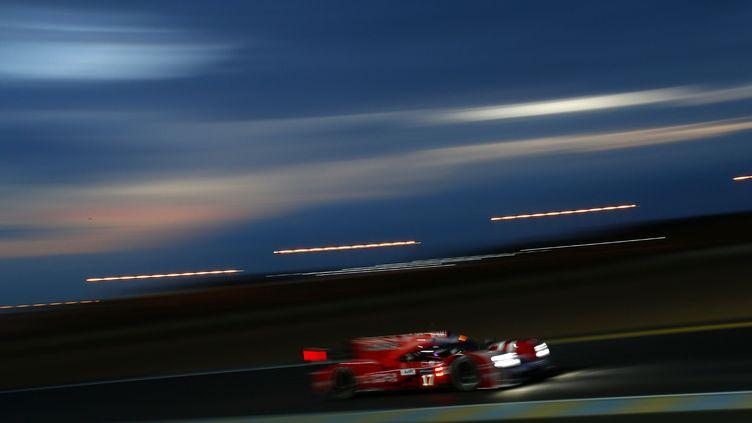 22h43 : La Porsche 919 Hybrid N.17 aborde la nuit du Mans à toute vitesse