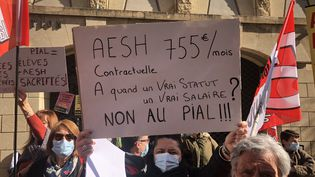 Les AESH avait déjà manifesté en avril 2021 pour une meilleure reconnaissance de leur métier, comme ici à Avignon (Vaucluse). (ISABELLE GAUDIN / FRANCE-BLEU VAUCLUSE)