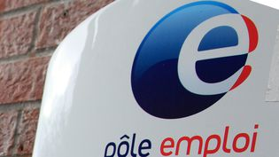 Une photo prise à Roubaix montre le logo de Pôle emploi le 27 septembre 2012. (CITIZENSIDE / THIERRY THOREL / CITIZENSIDE.COM)