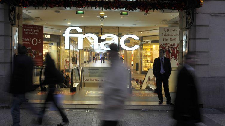 La vitrine du magasin Fnac des Champs-Elysées, à Paris. (BOB DEWEL / ONLY FRANCE / AFP)