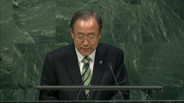 """Signature de la COP21 : """"C'est un moment d'histoire,"""" lance Ban Ki-moon, en français, à la tribune de l'""""ONU"""