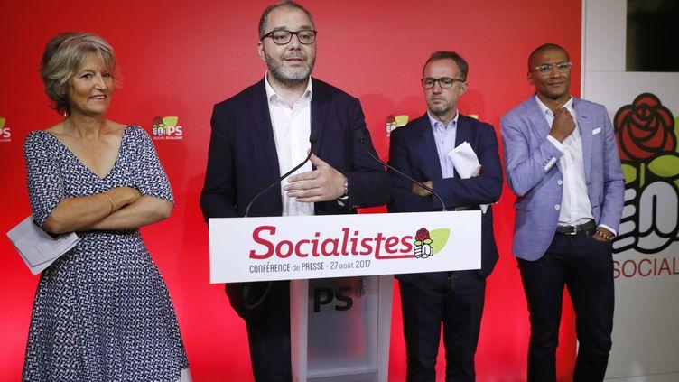 Le numéro 2 du Parti socialiste, Rachid Temal, auprès d'Isabelle This-Saint-Jean, d'Emmanuel Grégoire et de Karim Bouamrane, lors d'une conférence de presse le 27 août 2017, à Paris. (PATRICK KOVARIK / AFP)