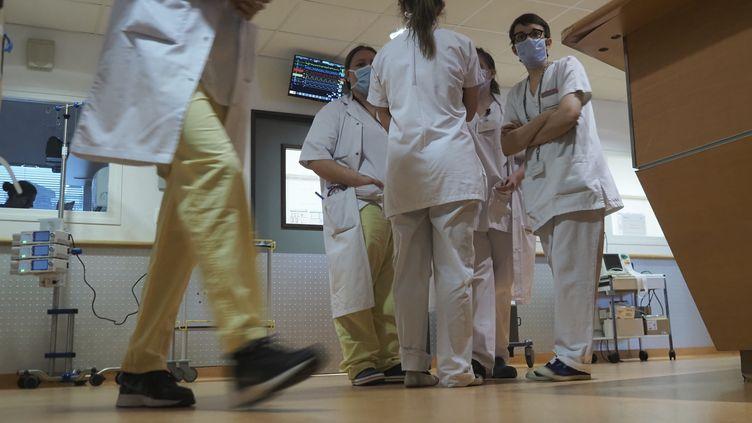 """""""On manque de masques, on manque de lits, on manque de tests, on manque de petit matériel comme des seringues électriques..."""", énumère Thierry Amouroux, le porte-parole du Syndicat national des professionnels infirmiers. (GUILLAUME SOUVANT / AFP)"""