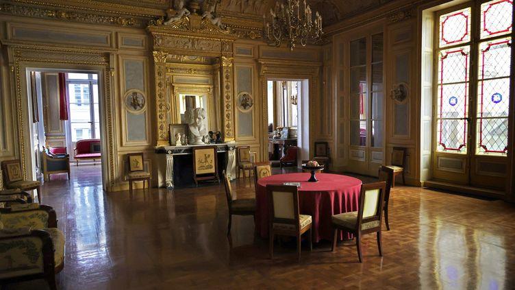 L'intérieur de l'appartement du Palais Vivienne, propriété du collectionneur français Pierre-Jean Chalencon, le5 avril 2021 à Paris. (THOMAS COEX / AFP)