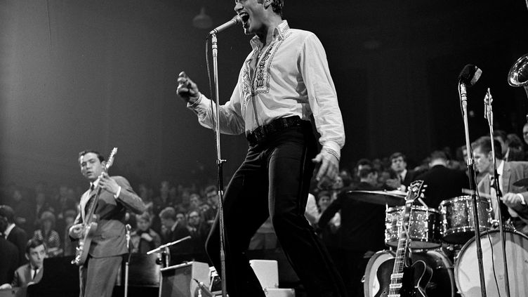 Johnny Hallyday en concert, le 31 mars 1963, auConcertgebouw d'Amsterdam (Pays-Bas). (HOLLANDSE HOOGTE / REA)