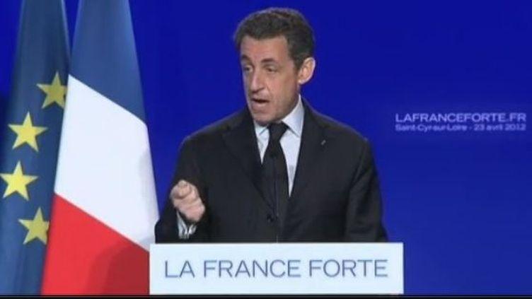 Le président candidat était en meeting à Saint-Cyr-sur-Loire (Indre-et-Loire) pour son premier déplacement du second tour lundi 23 avril. (CAPTURE D'ÉCRAN FRANCE 2)
