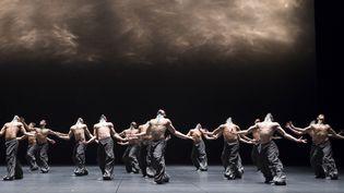 The seasons' canon, ballet créé par Crystal Pite en 2016 avec les danseurs de l'Opéra de Paris  (Julien Benhamou, Opéra de Paris)